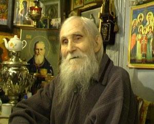 Икона Царя-Искупителя Николая Второго в красном углу у Старца Николая